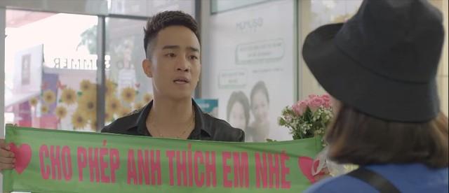 Yêu thì ghét thôi - Tập 28: Dũng (Duy Nam) mặt dày tỏ tình với Phương Anh (Trang Cherry) giữa trung tâm thương mại - ảnh 2