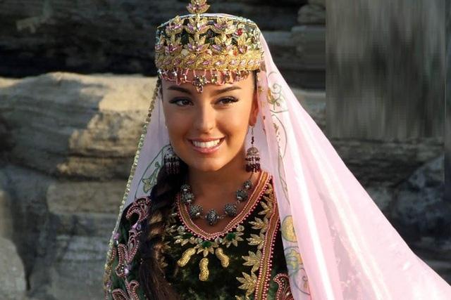 Ảnh: Top 10 phụ nữ Azerbaijan đẹp nhất thế giới - Ảnh 10.