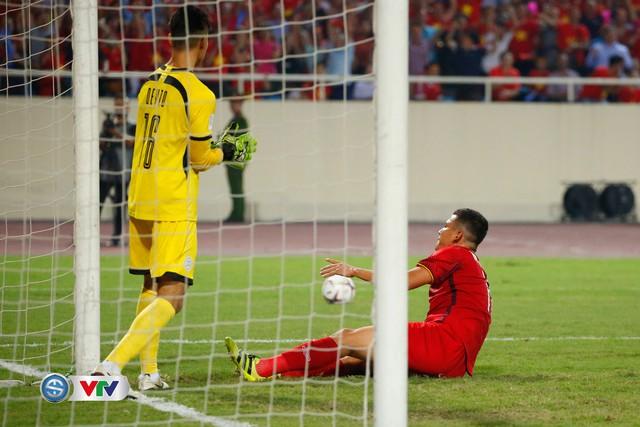 ẢNH: Toàn cảnh ĐT Việt Nam giành chiến thắng trước ĐT Philippines trên sân Mỹ Đình - Ảnh 11.
