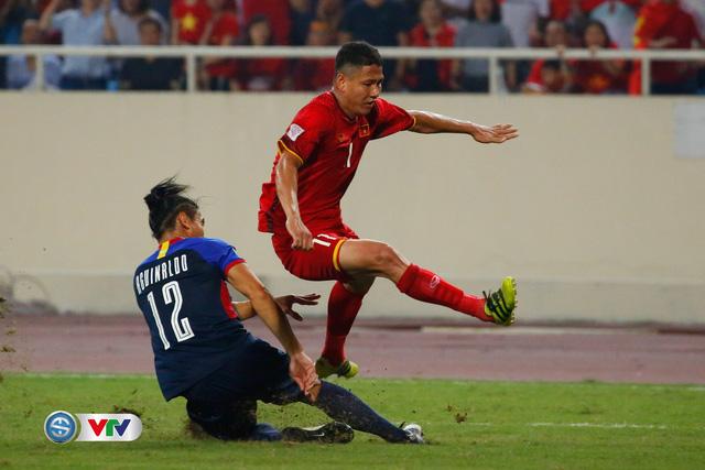 ẢNH: Toàn cảnh ĐT Việt Nam giành chiến thắng trước ĐT Philippines trên sân Mỹ Đình - Ảnh 13.
