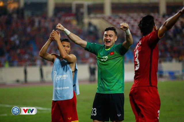 Đội hình tiêu biểu bán kết AFF Cup 2018: ĐT Việt Nam đóng góp 4 gương mặt - Ảnh 1.