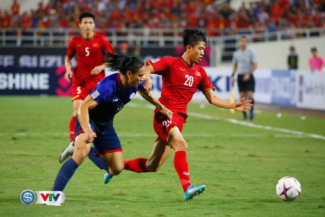 ẢNH: Toàn cảnh ĐT Việt Nam giành chiến thắng trước ĐT Philippines trên sân Mỹ Đình - Ảnh 9.