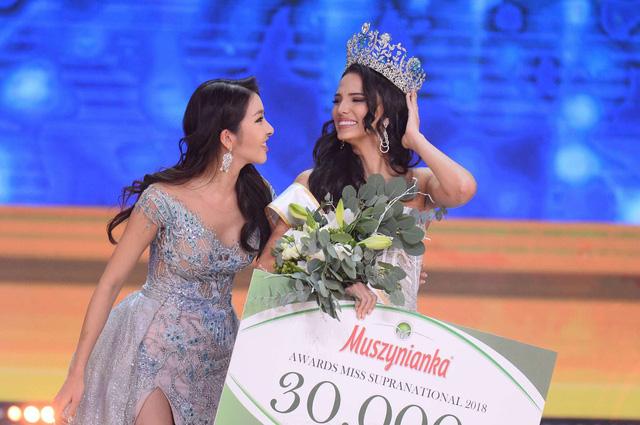 Người đẹp Puerto Rico đăng quang Hoa hậu Siêu quốc gia 2018, Minh Tú lọt Top 10 - Ảnh 1.