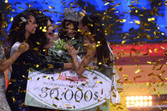 Người đẹp Puerto Rico đăng quang Hoa hậu Siêu quốc gia 2018, Minh Tú lọt Top 10 - Ảnh 3.