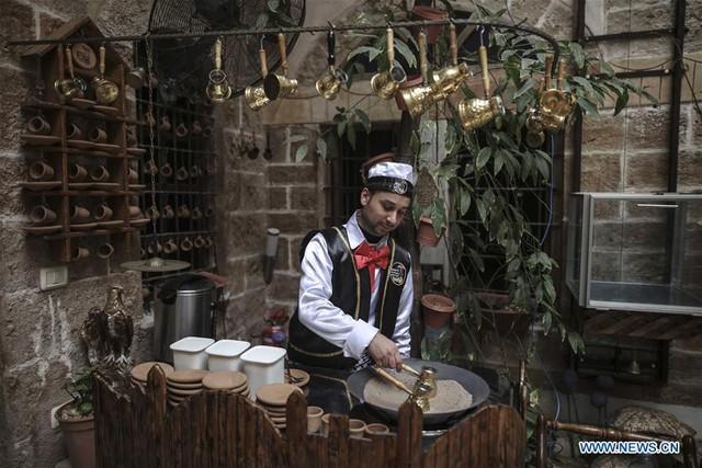 Nhà cổ hàng trăm năm tuổi lột xác thành nhà hàng ở dải Gaza - Ảnh 5.