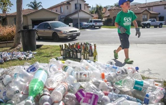 Mỹ: Cậu bé 8 tuổi làm chủ công ty tái chế rác thải nhựa - Ảnh 1.