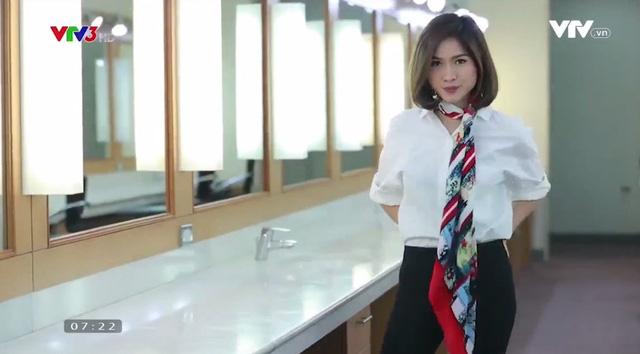 Sang chảnh, thanh lịch nơi công sở với muôn kiểu thắt khăn lụa - Ảnh 4.