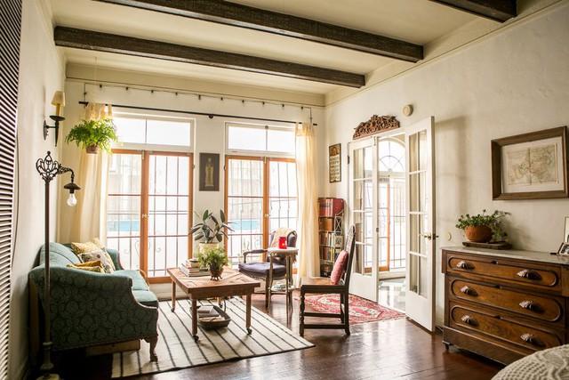 Tạo điểm nhấn cho căn nhà 50 m2 bằng nét cổ điển nhẹ nhàng - Ảnh 2.