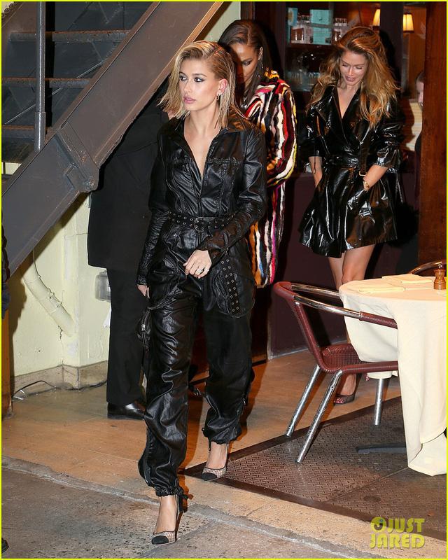 Tuần lễ thời trang New York: Người mẫu trẻ đua nhau tỏa sáng - Ảnh 3.