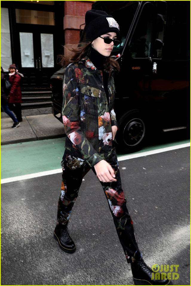 Tuần lễ thời trang New York: Người mẫu trẻ đua nhau tỏa sáng - Ảnh 2.