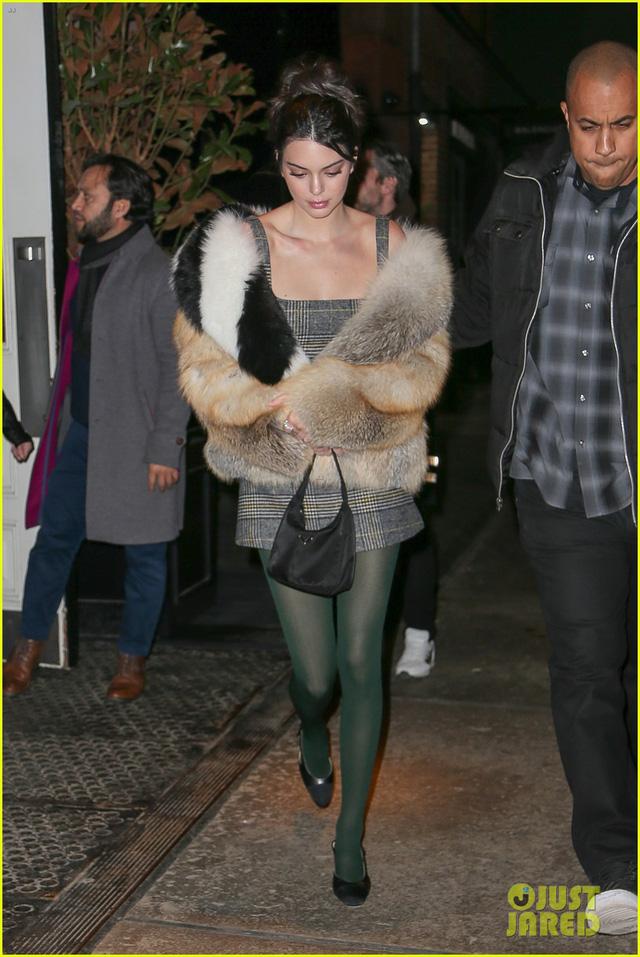 Tuần lễ thời trang New York: Người mẫu trẻ đua nhau tỏa sáng - Ảnh 1.