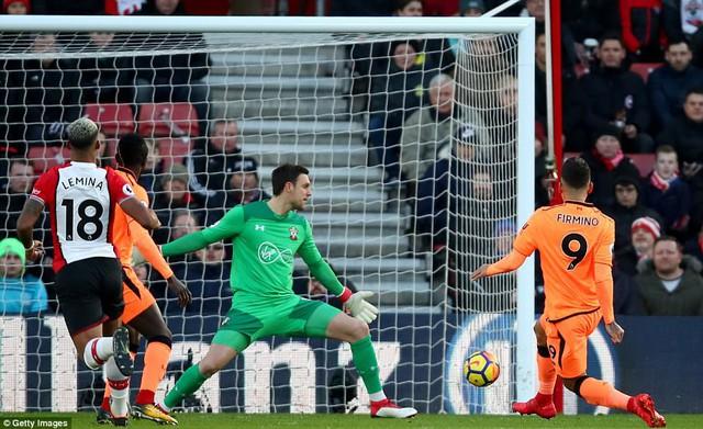 Southampton 0-2 Liverpool: Salah tiếp tục ghi bàn, Liverpool áp sát Man Utd - Ảnh 2.