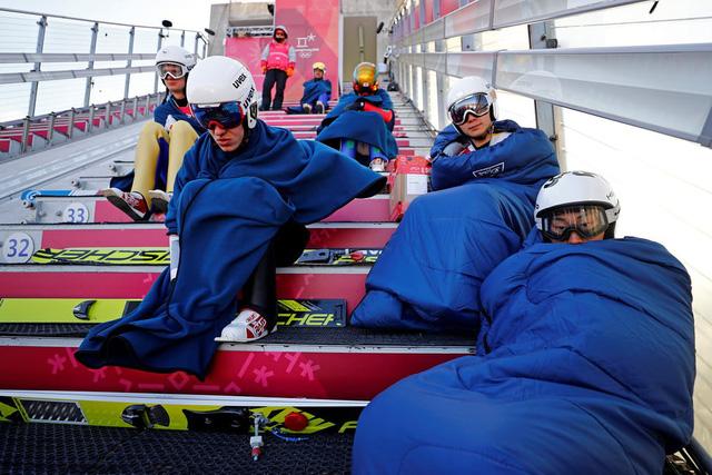 ẢNH: Những hình ảnh ấn tượng ngày thi đấu 12/2 của Olympic PyeongChang 2018 - Ảnh 10.