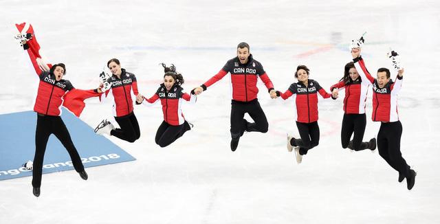 ẢNH: Những hình ảnh ấn tượng ngày thi đấu 12/2 của Olympic PyeongChang 2018 - Ảnh 8.