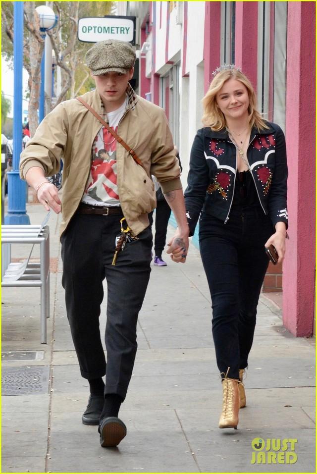Vì bạn gái, cậu cả nhà Beckham bỏ lỡ show thời trang của mẹ - Ảnh 4.