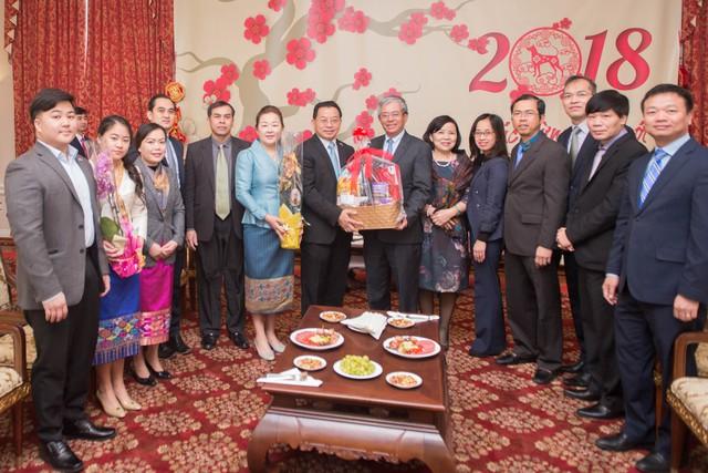 Đại sứ quán Lào tại Hoa Kỳ chúc Tết Đại sứ quán Việt Nam - Ảnh 1.