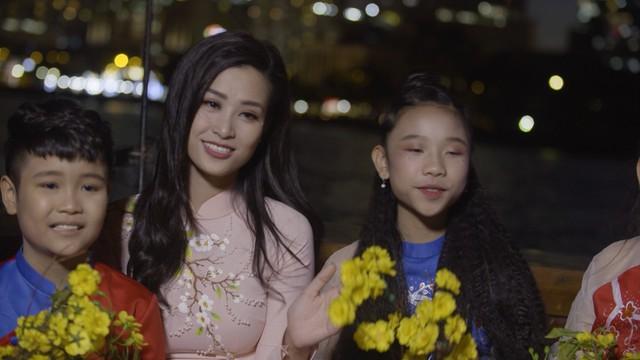 Diva Hồng Nhung, Đông Nhi đẹp dịu dàng trong Tết nghĩa là hy vọng - Ảnh 2.