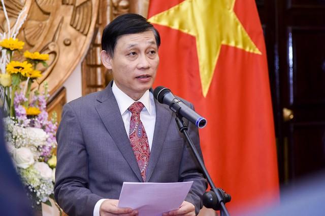 Trao tặng Huân chương Hữu nghị cho Đại sứ nước CHND Trung Hoa Hồng Tiểu Dũng - Ảnh 1.