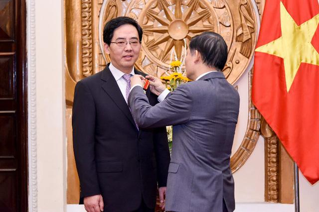 Trao tặng Huân chương Hữu nghị cho Đại sứ nước CHND Trung Hoa Hồng Tiểu Dũng - Ảnh 3.