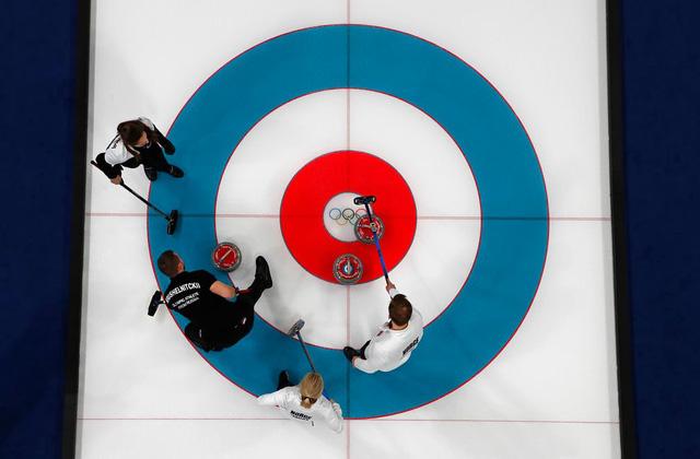 ẢNH: Những hình ảnh ấn tượng ngày thi đấu 13/2 của Olympic PyeongChang 2018 - Ảnh 2.
