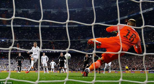 ẢNH: Những khoảnh khắc ấn tượng trong trận Real Madrid ngược dòng thành công trước PSG - Ảnh 12.