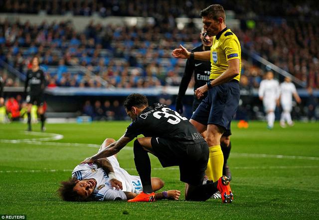 ẢNH: Những khoảnh khắc ấn tượng trong trận Real Madrid ngược dòng thành công trước PSG - Ảnh 3.