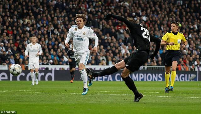 ẢNH: Những khoảnh khắc ấn tượng trong trận Real Madrid ngược dòng thành công trước PSG - Ảnh 8.
