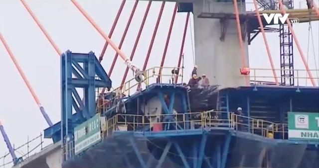 Gần 100 cán bộ, lao động tại công trình xây dựng cầu Bạch Đằng không nghỉ Tết - Ảnh 2.