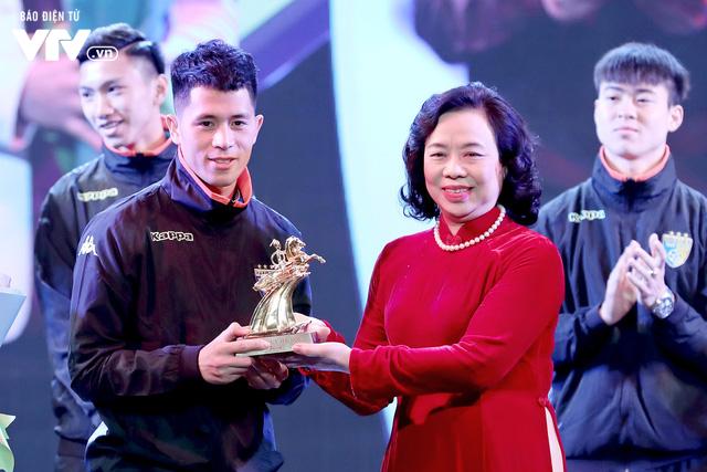 Hà Nội trao biểu tượng Thánh Gióng cho 5 cầu thủ U23 Việt Nam - Ảnh 5.