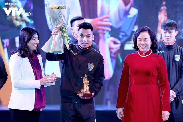 Hà Nội trao biểu tượng Thánh Gióng cho 5 cầu thủ U23 Việt Nam - Ảnh 4.