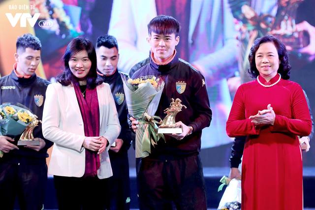Hà Nội trao biểu tượng Thánh Gióng cho 5 cầu thủ U23 Việt Nam - Ảnh 3.