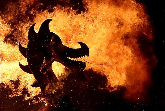 Kỳ thú lễ hội lửa truyền thống tại Scotland - Ảnh 12.