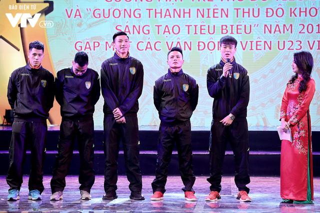 Hà Nội trao biểu tượng Thánh Gióng cho 5 cầu thủ U23 Việt Nam - Ảnh 8.