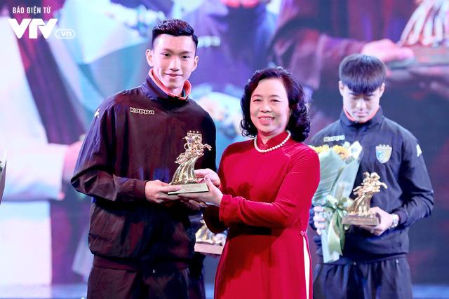 Hà Nội trao biểu tượng Thánh Gióng cho 5 cầu thủ U23 Việt Nam - Ảnh 2.