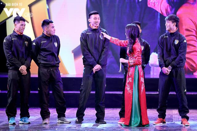 Hà Nội trao biểu tượng Thánh Gióng cho 5 cầu thủ U23 Việt Nam - Ảnh 10.