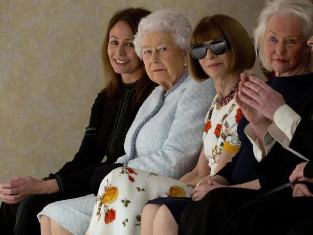 Nữ hoàng Anh xuất hiện ở Tuần lễ thời trang London - Ảnh 1.