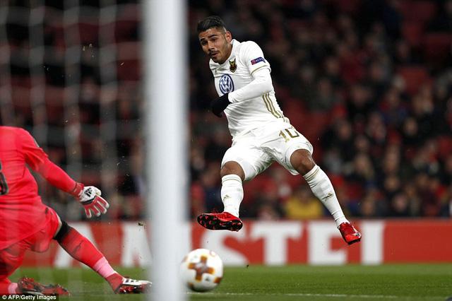 Kết quả Europa League sáng 23/2: Arsenal, Dortmund toát mồ hôi, AC Milan ung dung đi tiếp - Ảnh 1.