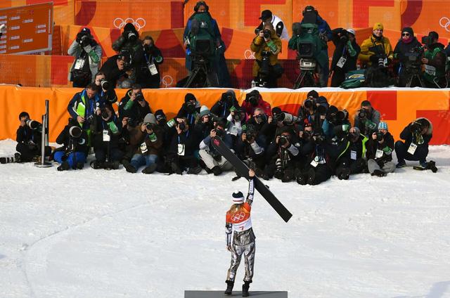 Olympic PyeongChang 2018: Những khoảnh khắc ấn tượng trong ngày thi đấu thứ 15 - Ảnh 4.