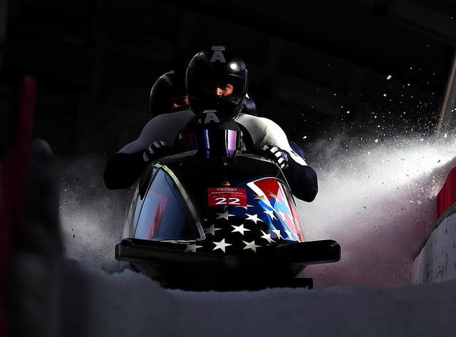 Olympic PyeongChang 2018: Những khoảnh khắc ấn tượng trong ngày thi đấu cuối cùng - Ảnh 1.