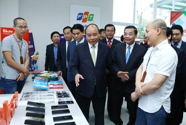 """Những smartphone thương hiệu Việt ra đời từ """"vườn ươm"""" Hòa Lạc - Ảnh 2."""