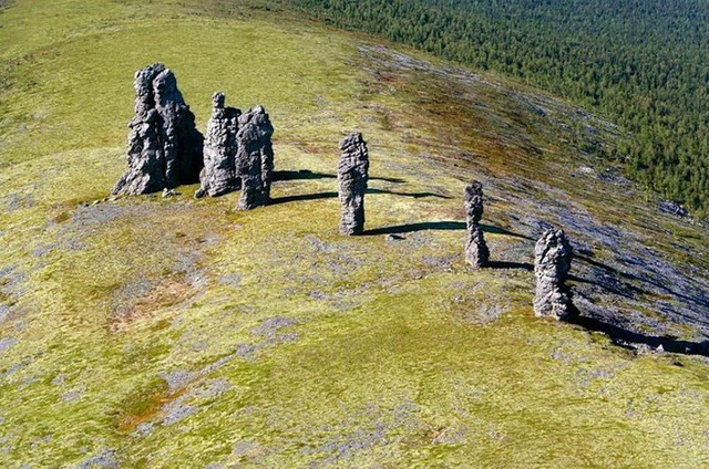 Những cột đá kỳ quan thế giới thiên nhiên ban tặng giữa cao nguyên - Ảnh 2.
