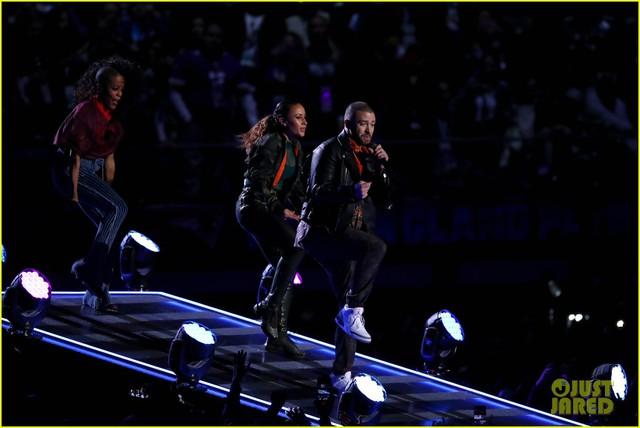Justin Timberlake làm rung chuyển Super Bowl Halftime Show 2018 với loạt hit đình đám - Ảnh 7.