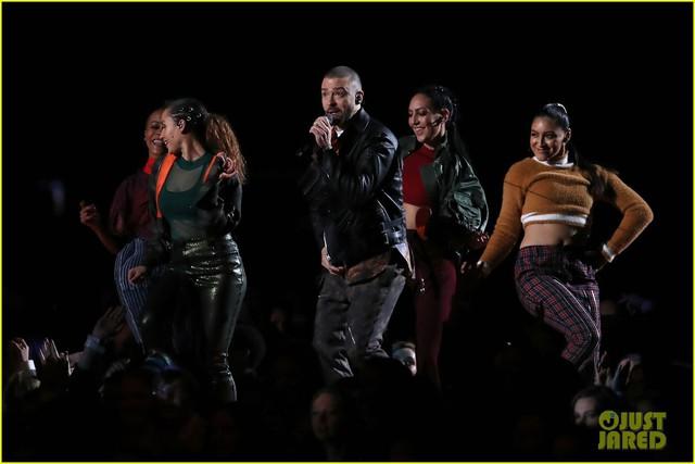 Justin Timberlake làm rung chuyển Super Bowl Halftime Show 2018 với loạt hit đình đám - Ảnh 13.