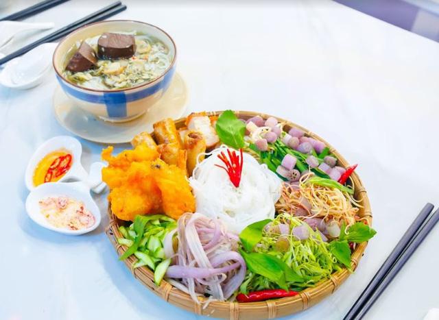 Đấu trường ẩm thực: Chọn món ăn dễ nhằn, Thanh Trúc vẫn bại thảm hại trước Hòa Hiệp - Ảnh 2.