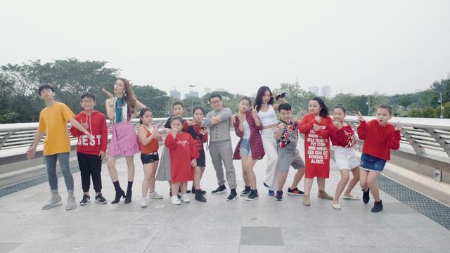 Phương Uyên, Thiều Bảo Trang quậy bung nóc trong MV mới - Ảnh 1.