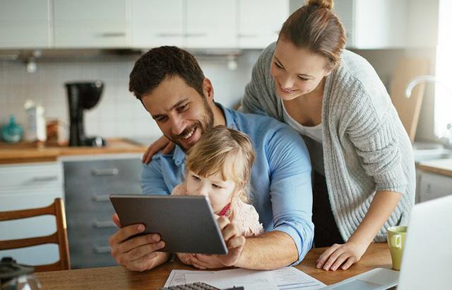 Mẹo giúp các bậc cha mẹ định hướng cho con cái trong thế giới Internet - ảnh 2