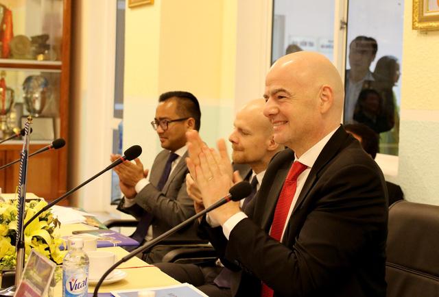 Ảnh: Chủ tịch FIFA Gianni Infantino trong chuyến thăm và làm việc tại Việt Nam - Ảnh 12.
