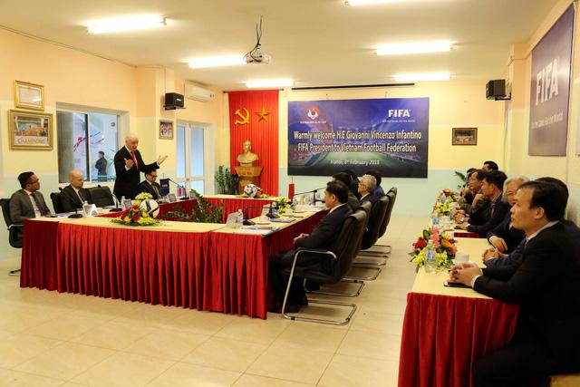 Ảnh: Chủ tịch FIFA Gianni Infantino trong chuyến thăm và làm việc tại Việt Nam - Ảnh 13.