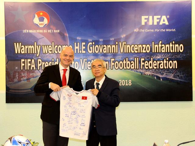 Ảnh: Chủ tịch FIFA Gianni Infantino trong chuyến thăm và làm việc tại Việt Nam - Ảnh 5.