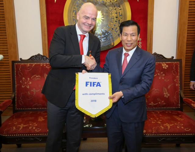 Ảnh: Chủ tịch FIFA Gianni Infantino trong chuyến thăm và làm việc tại Việt Nam - Ảnh 2.